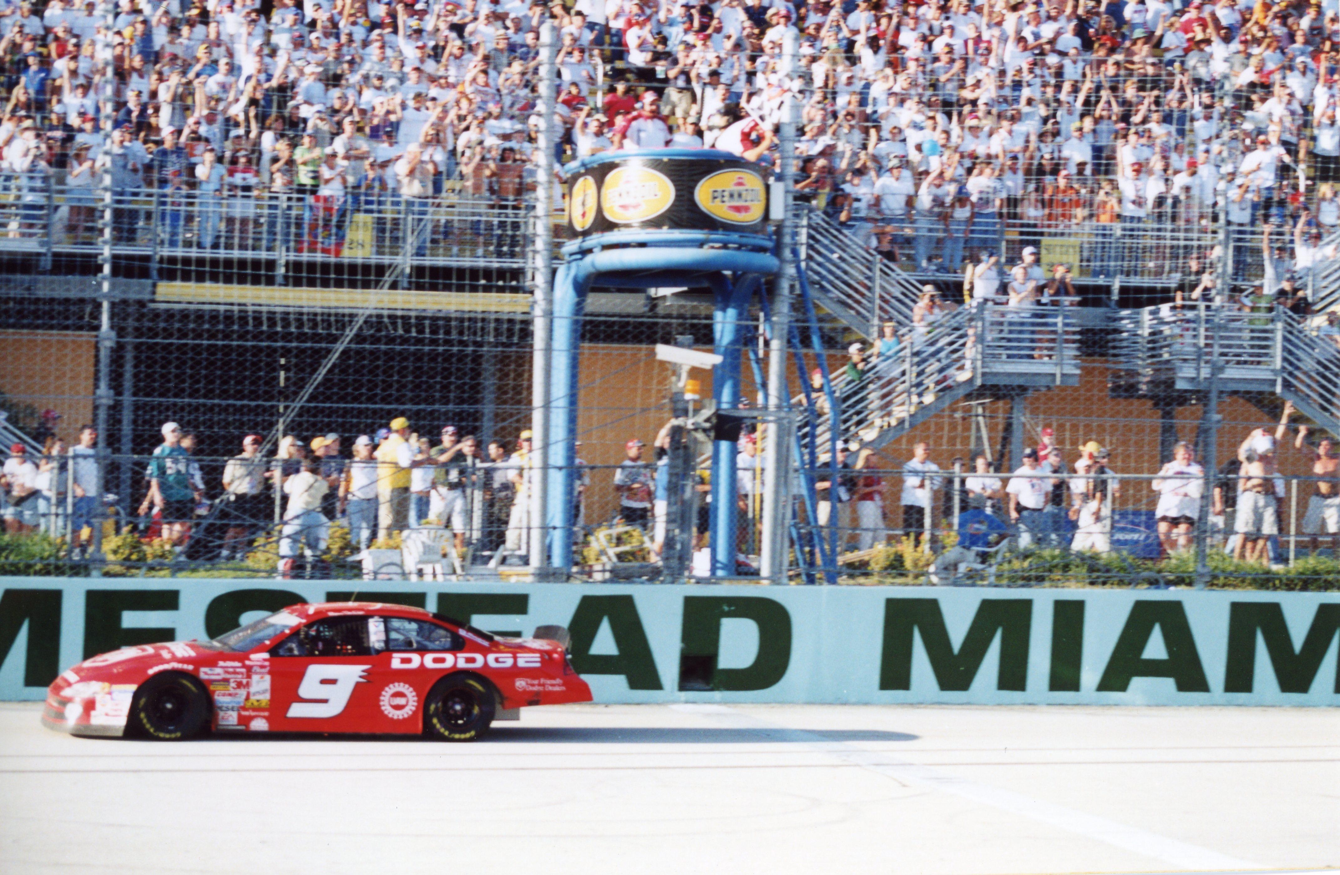 AUTO RACING; Elliott Triumphs While Gordon Stalls